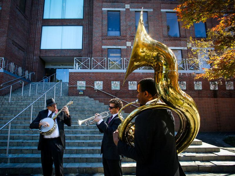Jazz trio performs on campus